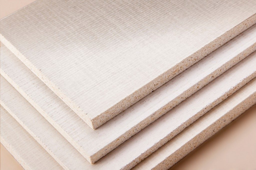 Stacked light-coloured fibreboards