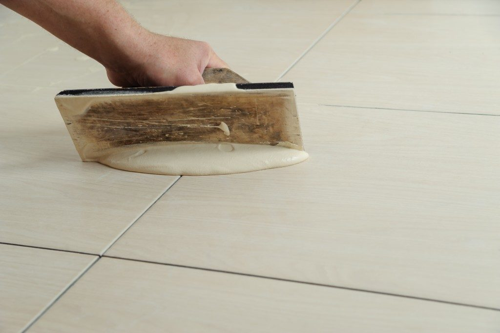 Filling tiles with grout