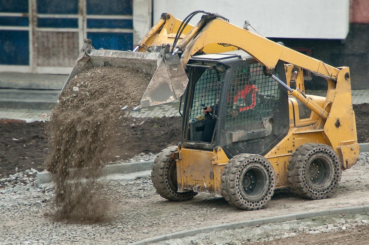 Heavy machine unloading sand