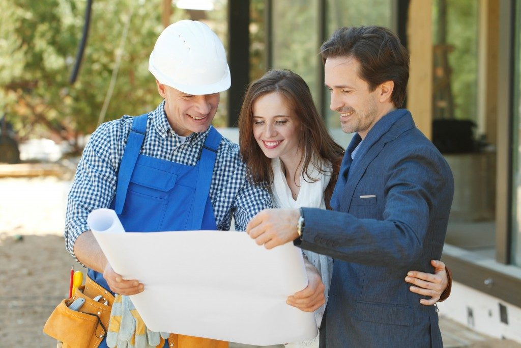 Contractor showing plan to couple