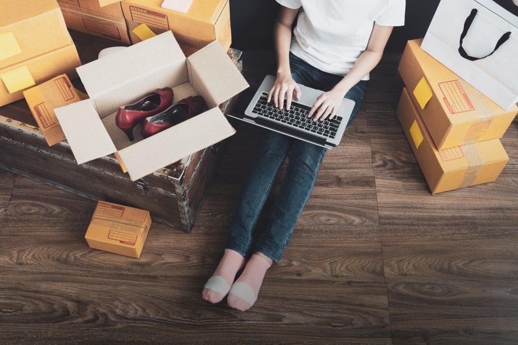 Promoting the garage sale online