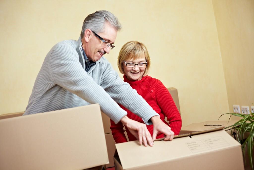 couple retireea opening boxes