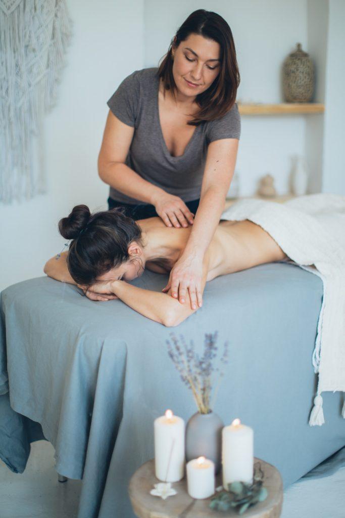 masseuse with customer