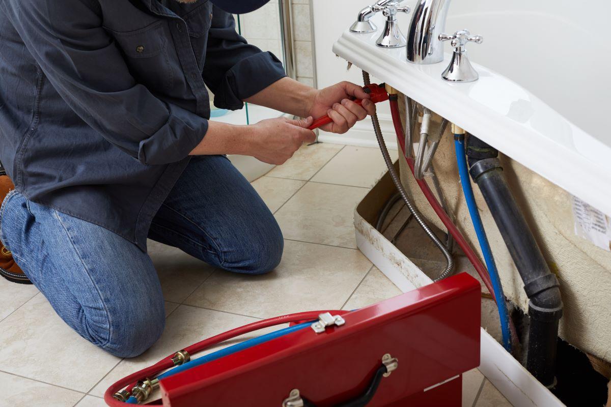 plumber working tub